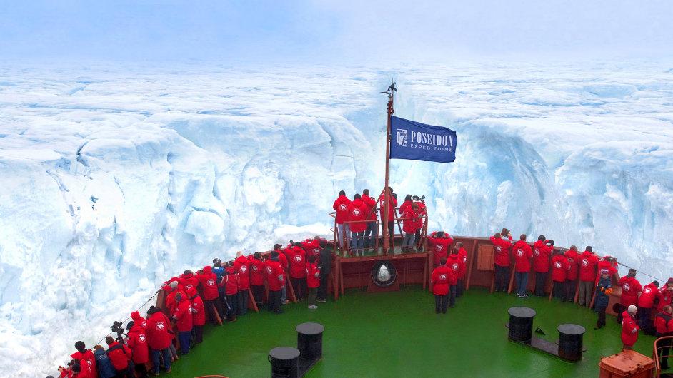 Ledoborec při plavbě na Severní pól