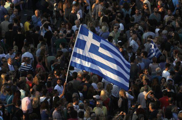 Protestující při pondělní demonstraci v Aténách.