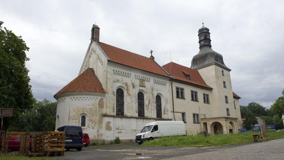 Zámek v Dolních Břežanech.