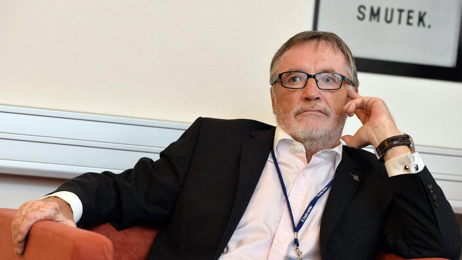 Peter Duhan byl jmenován do čela ČRo v červenci 2011 na šest let.