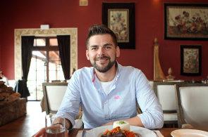 Šéf digitální agentury Jan Galgonek domlouvá obchody v Popovičkách