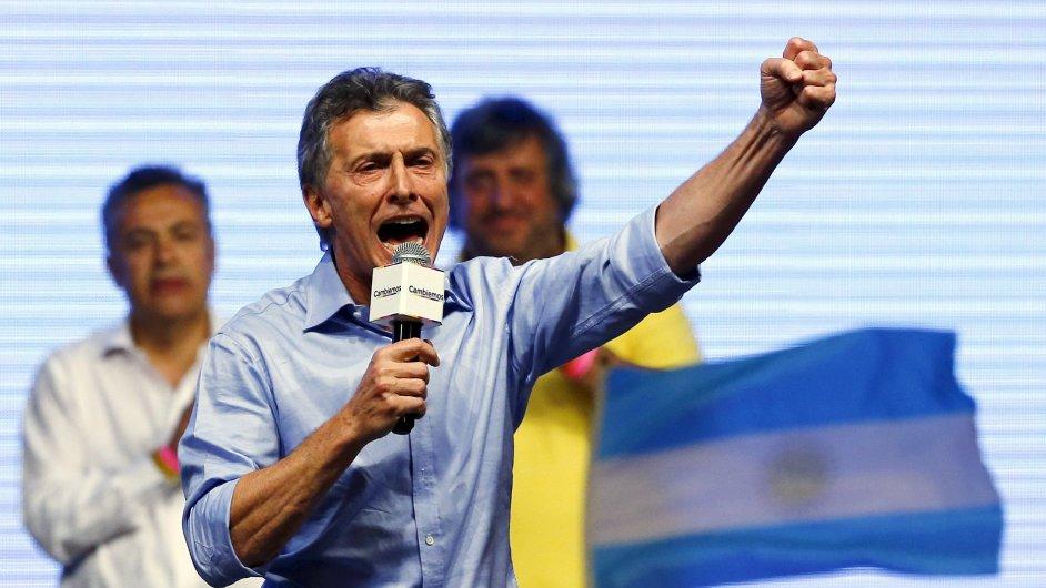 Nový argentinský prezident Mauricio Macri plánuje co nejdříve zrušit kapitálové kontroly, a také devalvovat peso.