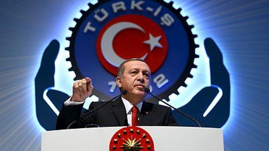 Hitlerovo Německo je příklad prezidentského systému, řekl turecký prezident Recep Tayyip Erdogan.