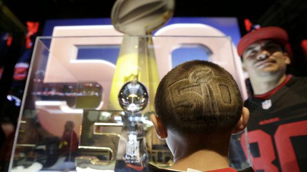 V Kalifornii se v ned�li uskute�n� jubilejn� 50. ro�n�k Super Bowlu.