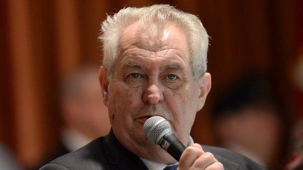 Prezident Miloš Zeman na konferenci v Bratislavě kritizoval migranty a islám.