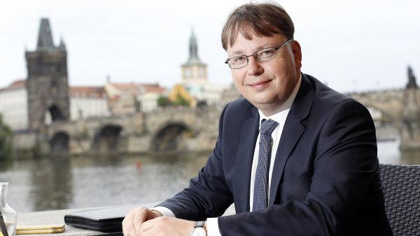 Hospodářské výsledky energetické společnosti ČEZ spadly v prvním pololetí letošního roku zřejmě na pomyslné dno, říká finanční ředitel firmy Martin Novák.