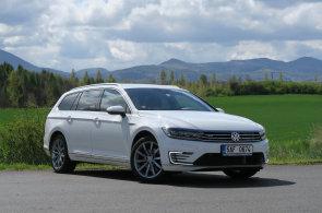 VW Passat do zásuvky: šetří, ale musíte se snažit