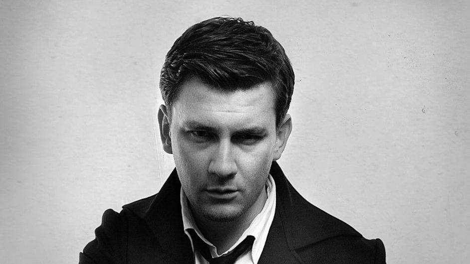 Dmitrij Gluchovskij v románu Metro 2035 završuje příběh Arťoma,