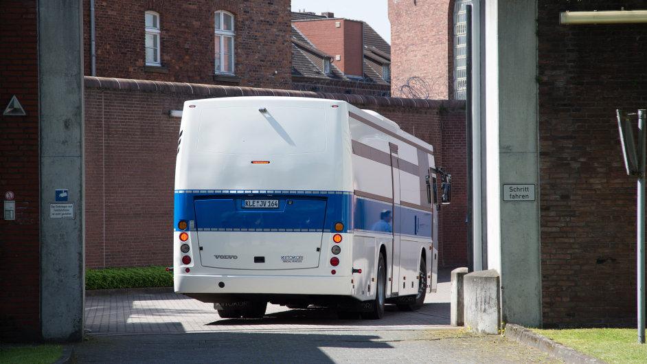 Z věznice v německém Münsteru musí evakuovat více než 500 vězňů. Hrozí zřícení budovy