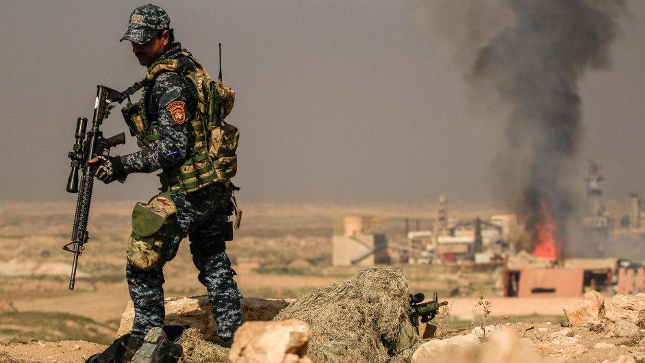 Irácké vládní jednotky dobyly strategické letiště na jihu města Mosul.
