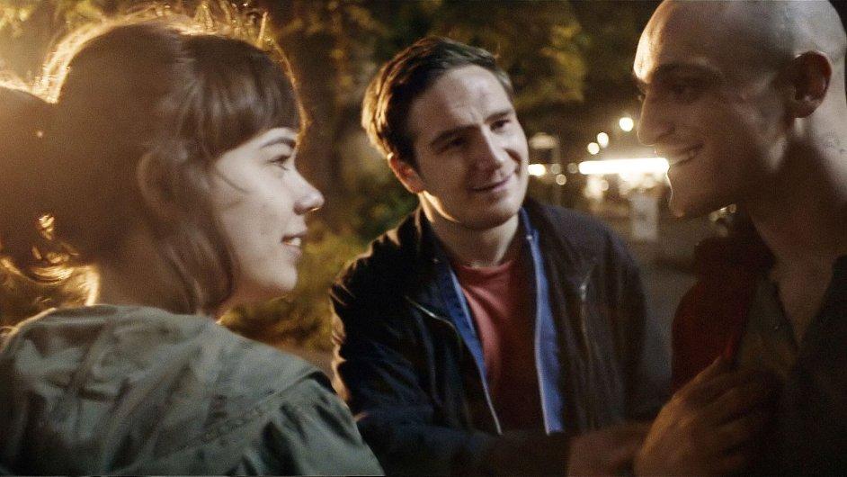 Na snímku z německého filmu Victoria jsou herci Laia Costa, Frederick Lau a vpravo Franz Rogowski, který bude účinkovat v příštím projektu Štěpána Altrichtera.