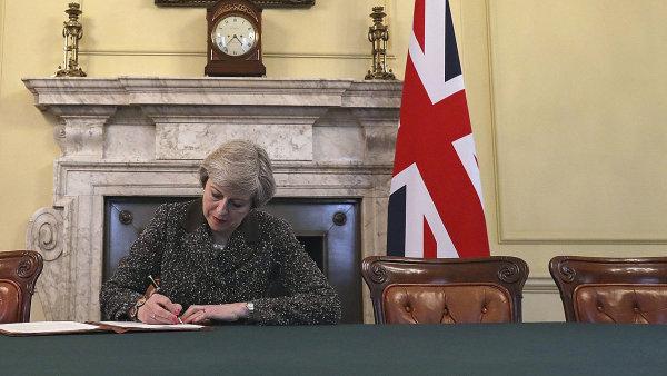 Brexit: Máme plán na nové partnerství, říká Mayová. Nejprve dokončíme rozchod, kontruje Merkelová