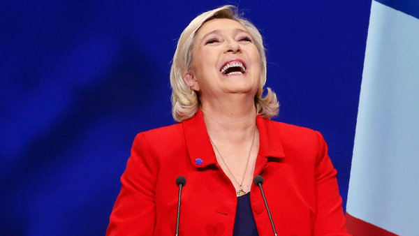 Marine Le Penová patří mezi favority nadcházejících prezidentských voleb veFrancii. Průzkumy odhadují, že se bez problémů dostane dodruhého kola.