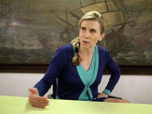 Ministryně školství Kateřina Valachová (ČSSD) zůstává i přes aféru se svou náměstkyní nasvém postu, bude kandidovat jako dvojka veStředočeském kraji.