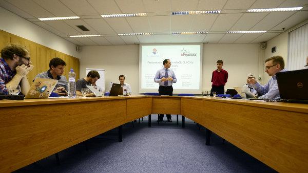ČTÚ pozval novináře na simulaci dražby mobilních frekvencí.