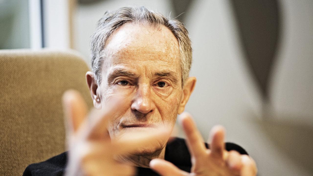Ve věku 80 let zemřel herec Jan Tříska (na snímku z 9. února 2012), potvrdil 25. září iDnesu herec Jiří Mádl. Tříska byl od soboty ve vážném stavu v nemocnici poté, co spadl z Karlova mostu.