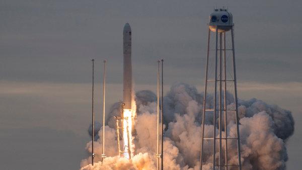 Start rakety musel být o den odložen.