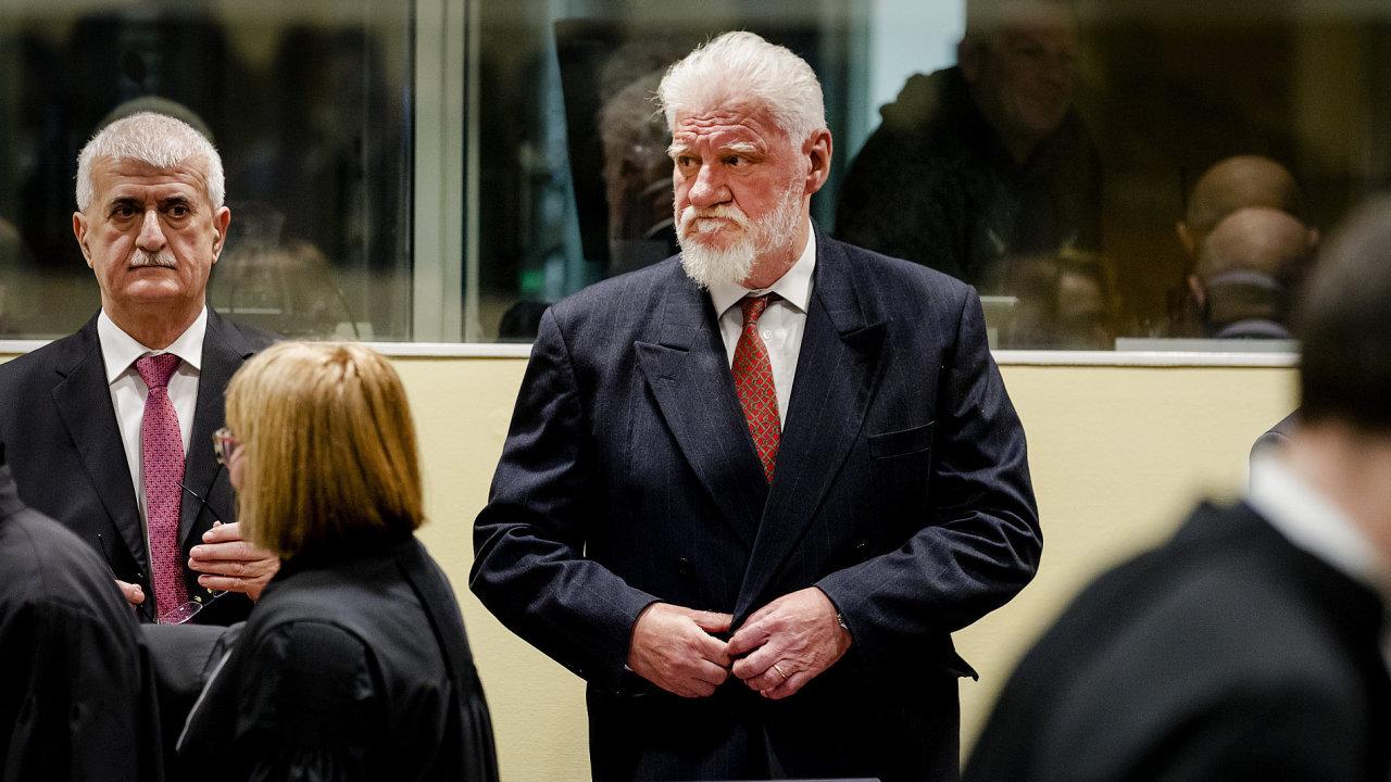 Slobodan Praljak krátce před vyslechnutím rozsudku trestního tribunálu.