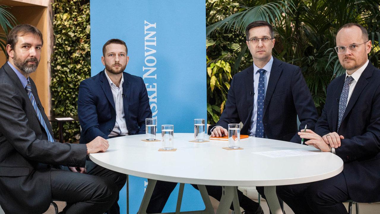 Zleva: Filip Linhart, odborník nakybernetickou bezpečnost zespolečnosti net.pointers, David Musil zinvestiční start-up firmy Upvesta Petr Žabža z ING.