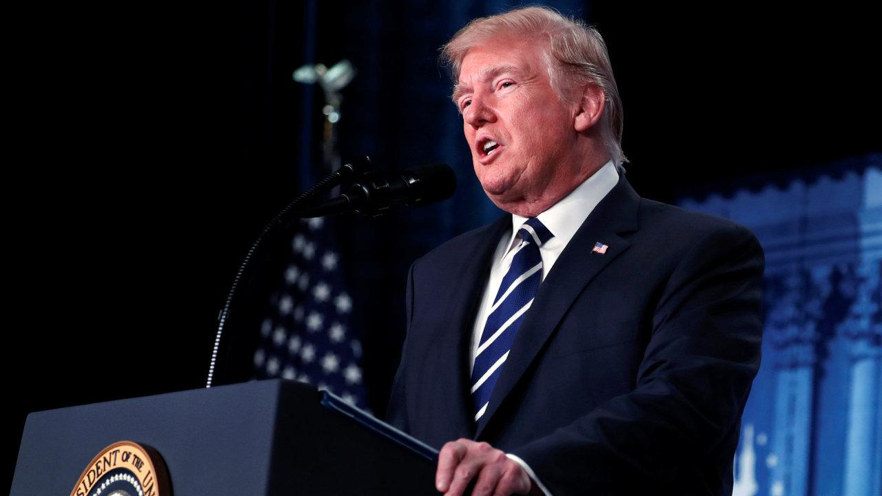 Prezident Trump označil zjištění zprávy o postupu FBI za ostudná.