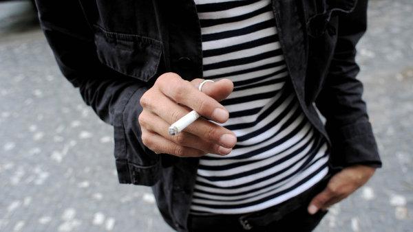 Zákaz kouření v restauracích většina lidí v Česku vítá.