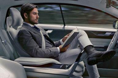 Podle průzkumu společnosti Deloitte plánují lidé za volantem autonomních vozidel například telefonovat a psát zprávy, odpočívat či spát, sledovat filmy anebo hrát videohry.
