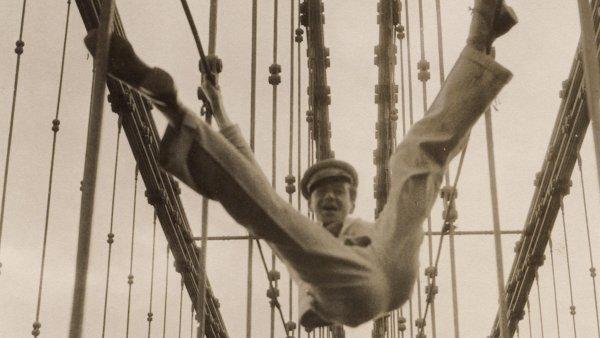 Výstava britského fotografa Cecila Beatona (na snímku z přelomu 30. až 40. let) začne příští týden vpražském Museu Kampa.