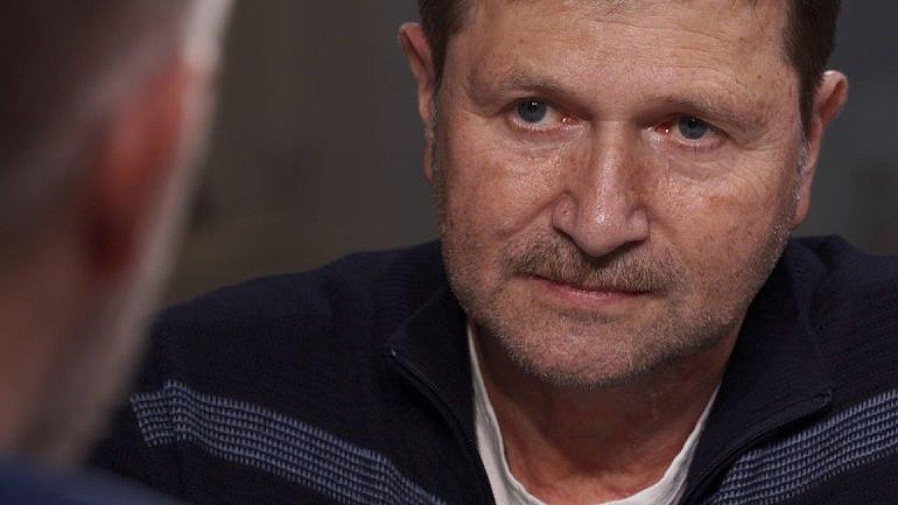 Zeman chce postavit na hranice vojáky, nechci zpět do nesvobody, říká Hrušínský.