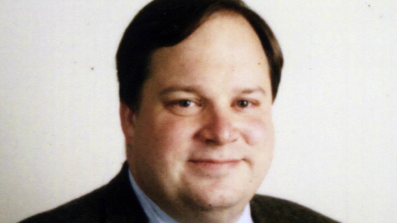 James Bradford DeLong, bývalý zástupce náměstka ministra financí USA, je profesorem ekonomie naKalifornské univerzitě vBerkeley avědeckým spolupracovníkem Národního úřadu pro ekonomický výzkum.