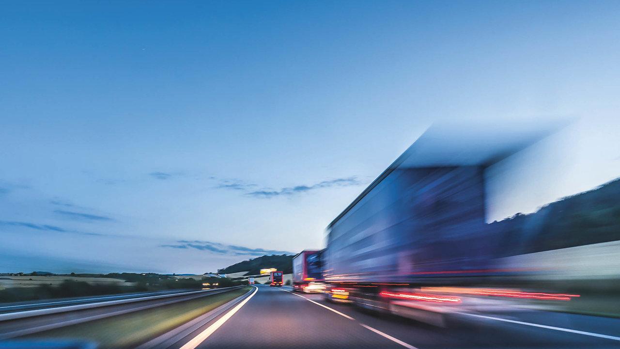 Rozvoj globálních obchodních toků přinesl nejen širší nabídku zboží napultech obchodů, ale ispousty zbytečných přeprav.