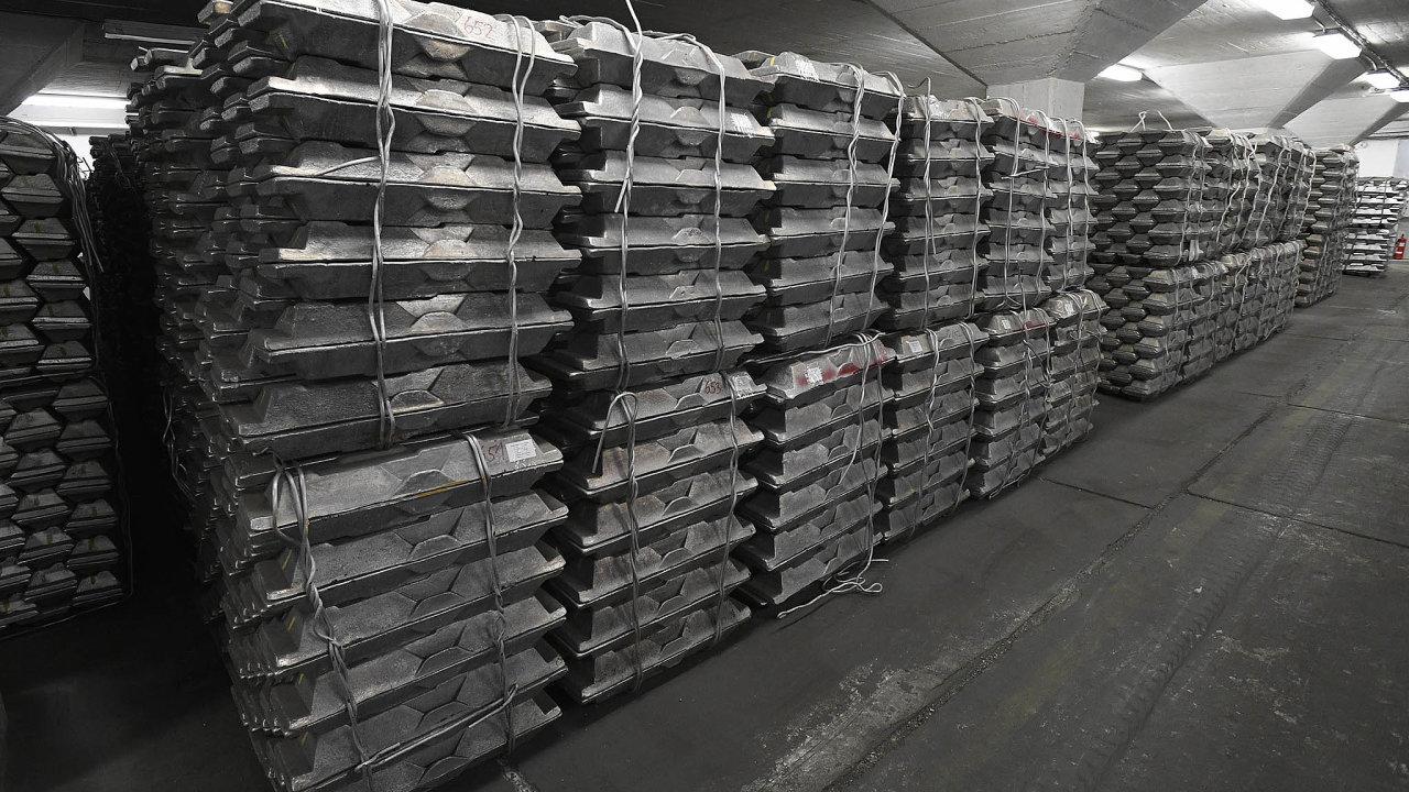 Správa schraňuje různé komodity pro případ krizových stavů, jako jsou například záplavy, válečné konflikty či zastavení dodávek klíčových surovin. Veskladech drží například i zásoby neželezných kovů.