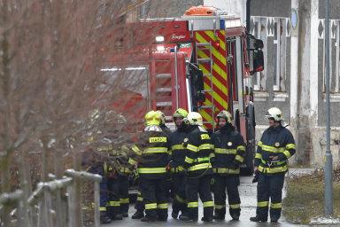 Při požáru veVejprtech naChomutovsku zemřelo osm obyvatel domova pro mentálně postižené. Namístě záchranáři ošetřili tři desítky lidí, celkem 17 pacientů odvezli donemocnice.