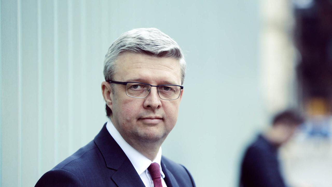 Muselo to být. Podle ministra průmyslu Karla Havlíčka bylo nutné, aby vláda domobilní 5G aukce zasáhla. Jinak by plán napřilákání čtvrtého operátora ztroskotal.
