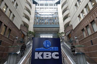 Skupina KBC působí v Belgii a ve střední a východní Evropě, její loňský zisk byl nižší o tři procenta, i tak ale překonal odhady analytiků.