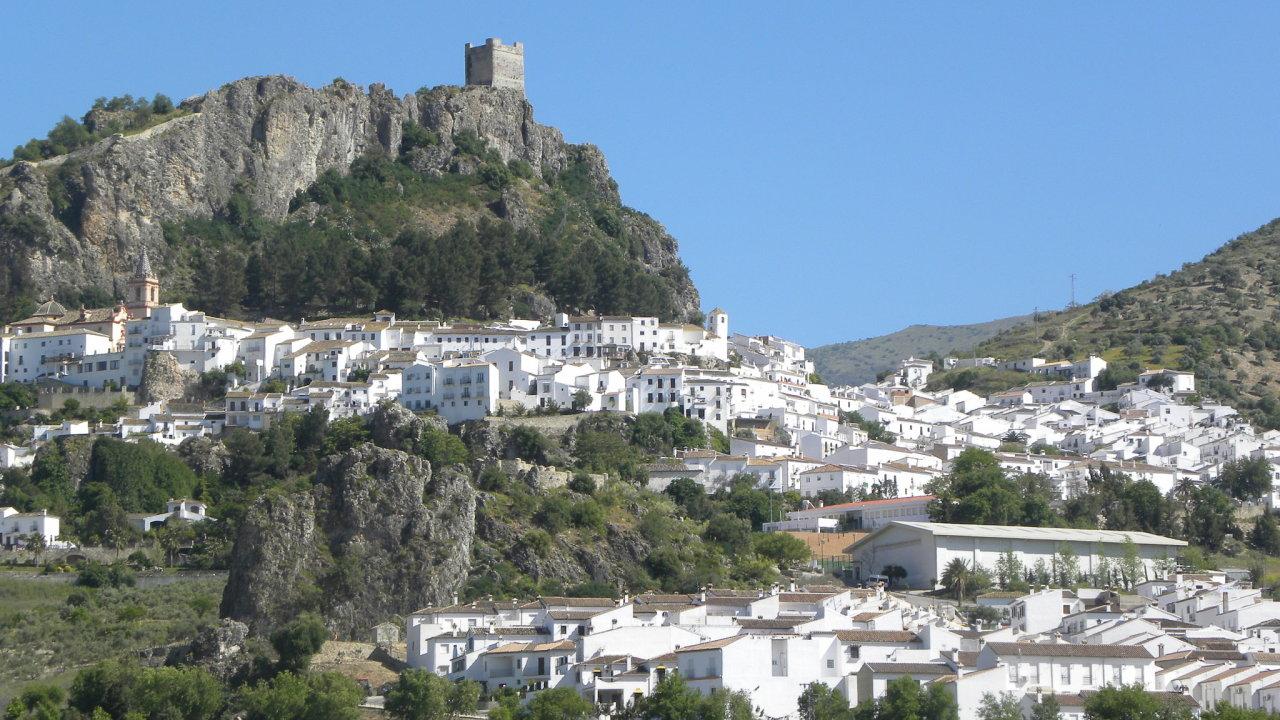 Španělské městečko Zahara de la Sierra.