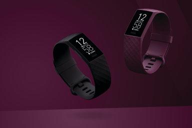 Fitbit Charge 4 vypadá obyčejně, patří ale k nejlépe vybaveným fitness zařízením na trhu.