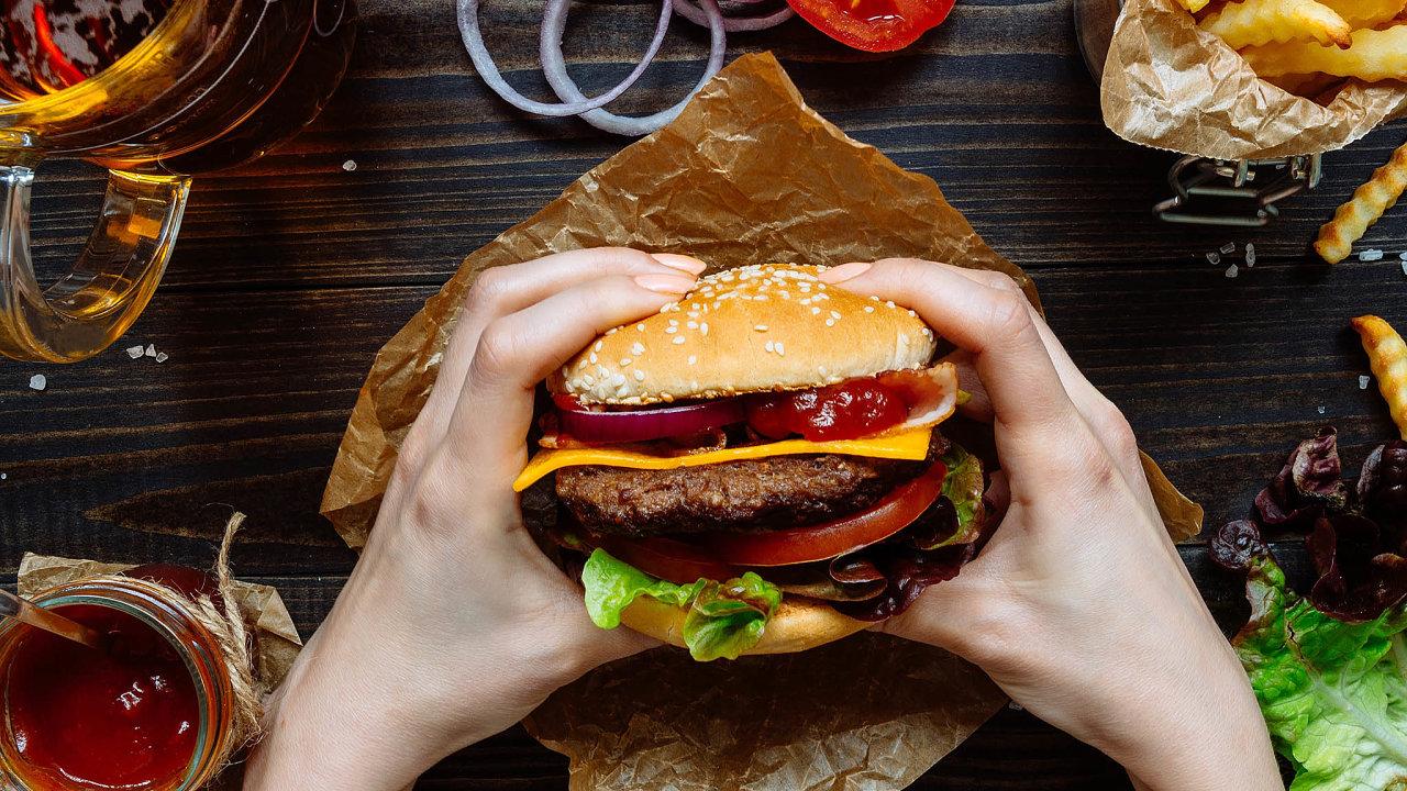 Provozovatel sítě Regal Burger, který se ocitl ve ztrátě, se nyní snaží rozprodávat majetek.