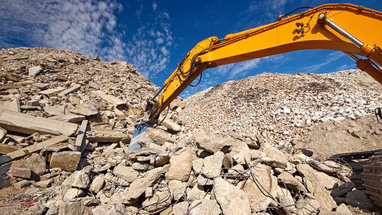 Při bourání je dobré využít takzvanou dekonstrukci, při které se oddělí různé materiály.