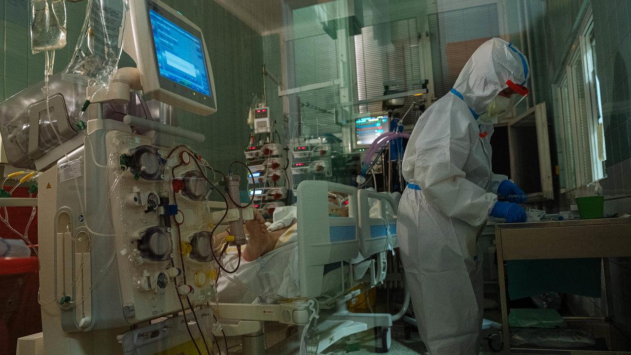 Odborníci ukázali, jak se může šířit koronavirus.