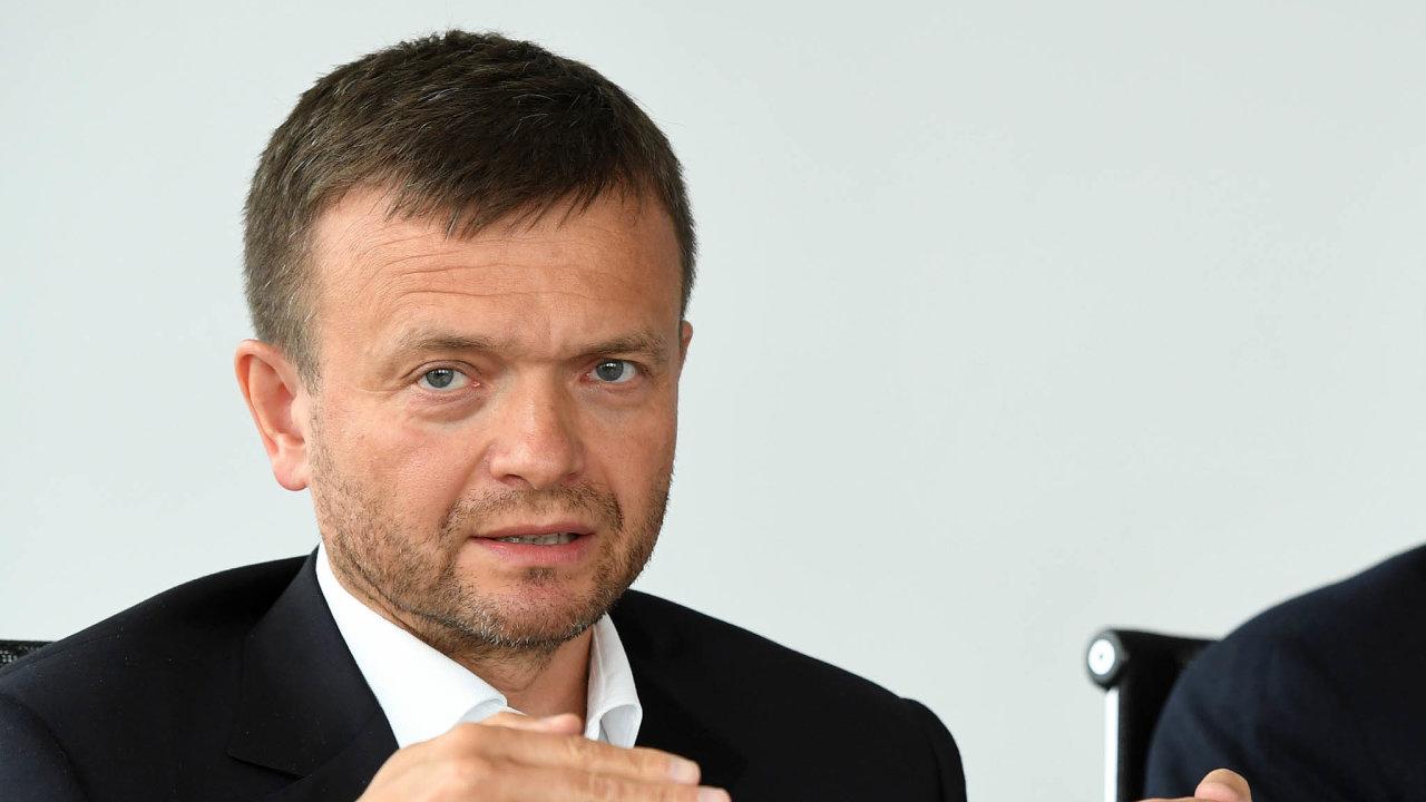 Šéf v nesnázích. Poaférách kolem kontaktů šéfa firmy Jaroslava Haščáka napolitiky se opozice snaží prosadit nový zákon namířený přímo proti Pentě.