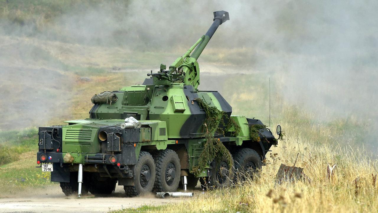 České samohybné houfnice DANA M1 sráží 152 mm se osvědčily jako efektivní zbraň. Nyní by 26 těchto moderních zbraní začtyřicet milionů dolarů mělo putovat naUkrajinu.