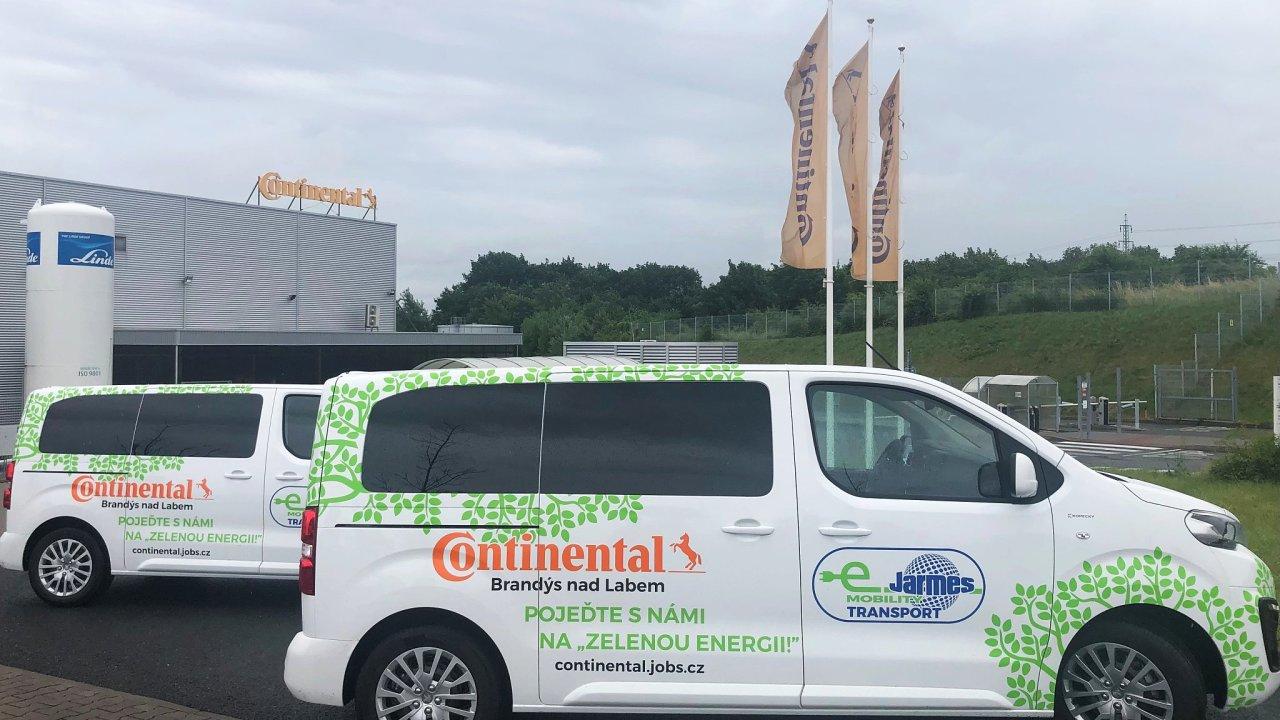 První elektromobily fungující pro dopravu zaměstnanců již slouží v závodu Continentalu v Brandýse nad Labem.