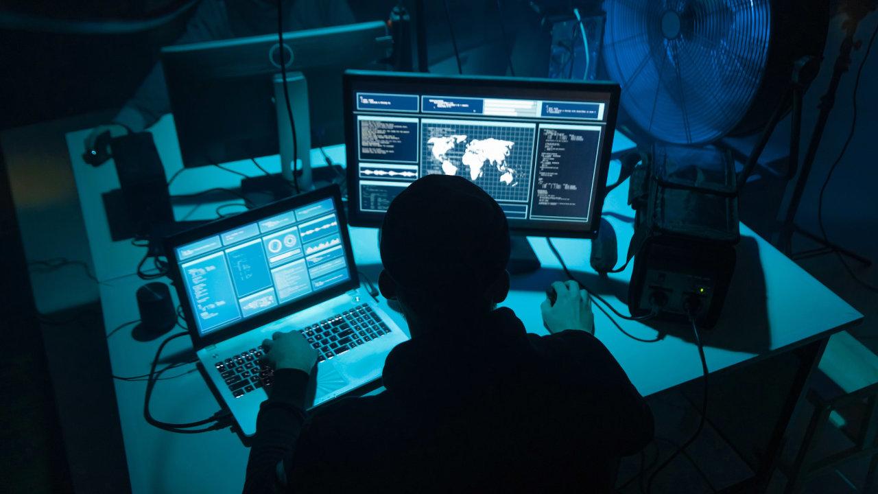 kybernetický zločin, hacker