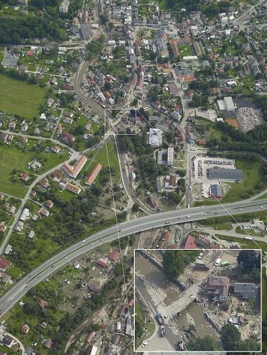 Letecký snímek poničené obce na severu Čech