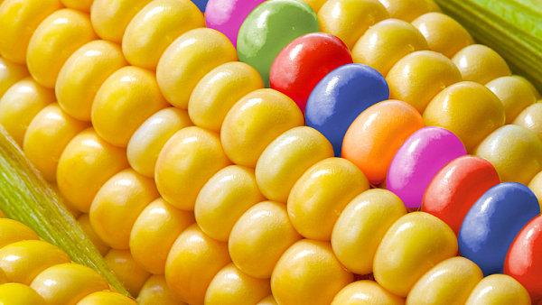 Potraviny se stávají designovým objektem. Často se mění jejich původní barva i chuť.