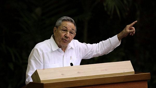 Režim Raúla Castra (na snímku) slíbil USA propustit politické vězně. Ty teď ale zase zatýká.