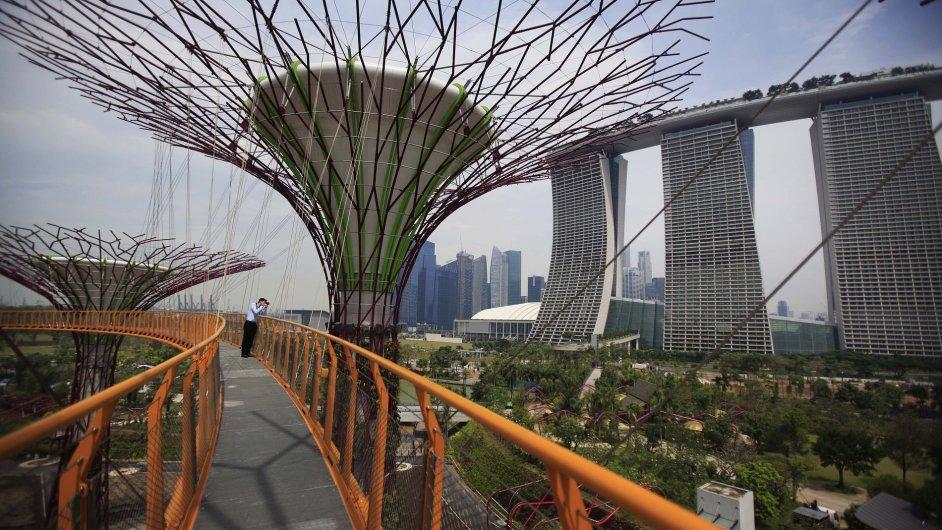 Moderní rekreační park Gardens by the Bay v Singapuru