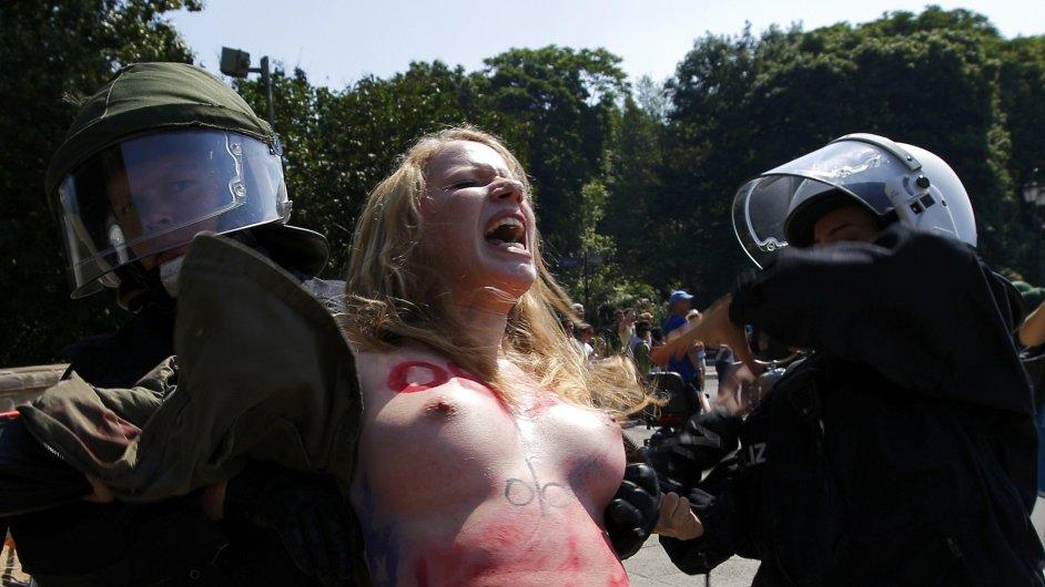 Členka skupiny Femen při protestu v Berlíně, ilustrační foto