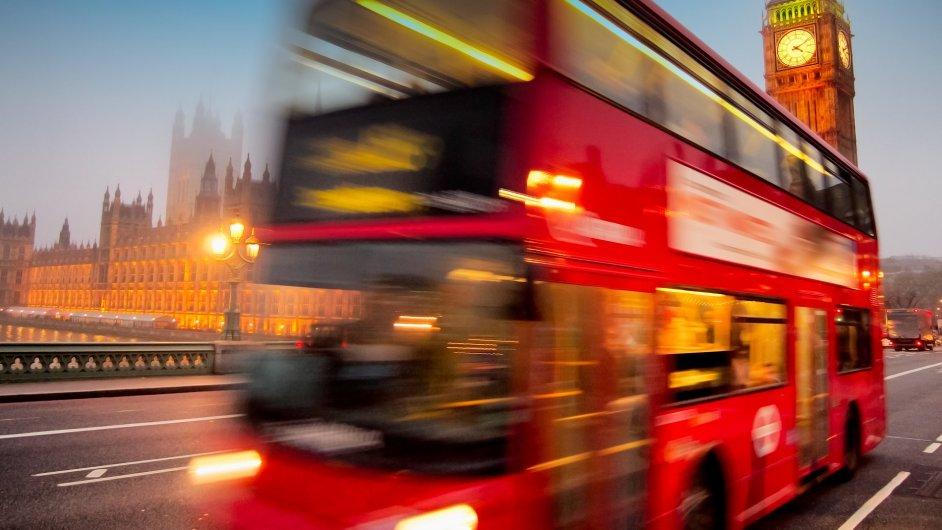 Vyhlídkové autobusy jsou pohodlným prostředkem k poznávání světových metropolí. Ceny za okružní jízdy se ale v jednotlivých zemích výrazně liší.