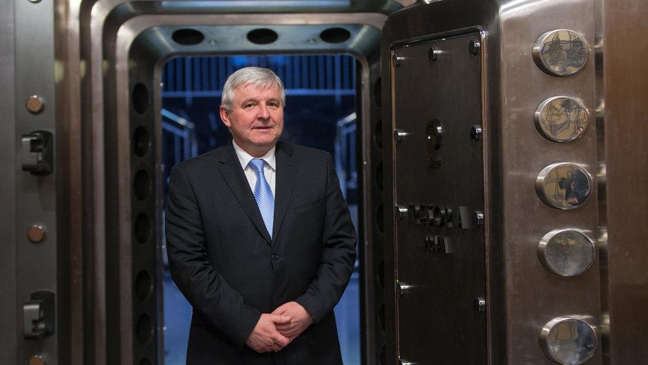 Bývalý premiér Jiří Rusnok je nyní členem bankovní rady ČNB.